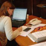Empleada trabajando